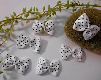 6 - black and white polka dot bow - 4cm / 2.5 cm