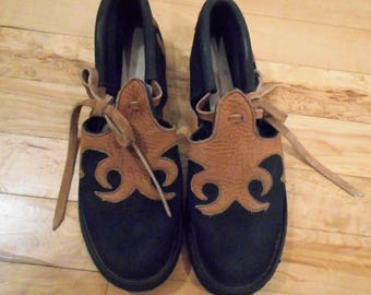 Vintage Leather Flats closed toe, open sides, tie ankles black and tan Size 7