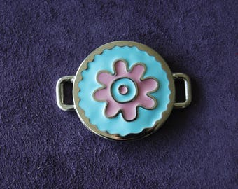 Enameled in-between, sky blue and pink colors.