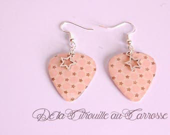 Pick pattern with dots and stars earrings
