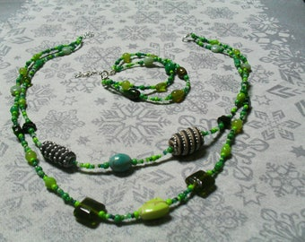 set (necklace and bracelet), warm (green)