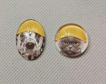 set x 2, glass, dog/cat pictured cabochons