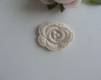 Pink lace heart embroidery applique 3, 2 * 2, 6 cm cream oval flat cotton