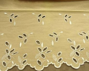 EMBROIDERY way suede-22 cm / 15 cm - flesh embroidered white