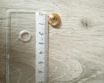 1.4 centimeters gold plastic cap