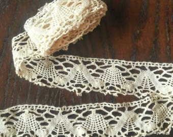 OLD HABERDASHERY old beige lace trim