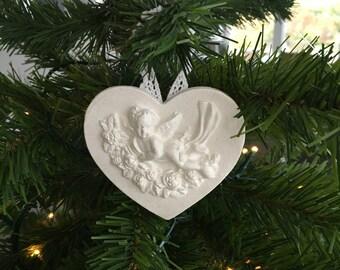 Cadre médaillon coeur avec ange et dentelle - ornement sapin de Noël