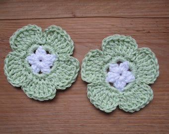 set of 2 flowers pale green and white crochet 6 cm diameter