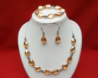 Light orange and silver parure in glass beads