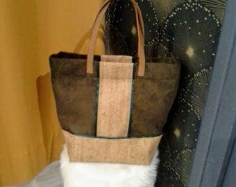 Hand bag in khaki suede fabric and liege imitation leather.