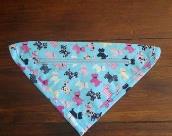Bagdana A dog bandana with a zipper pocket