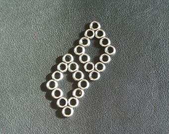 Set of six connectors consisting of circles forming a diamond, antique silver, 29.5 x 19.5, hole: 2.5 mm.