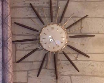 Vintage 1963 Robert Shaw sunburst clock