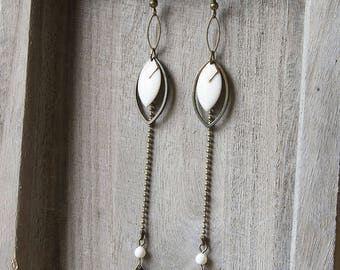 Graphic earrings long and fine diamond and ivory feathers