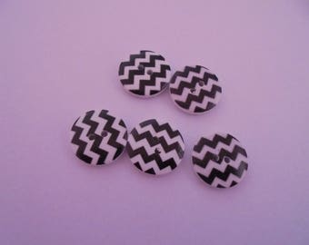 Set of 5 white/black round 18 mm wooden buttons