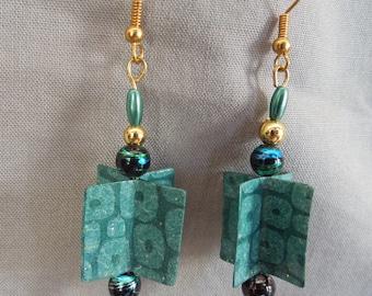 Pair of earrings in dark green paper