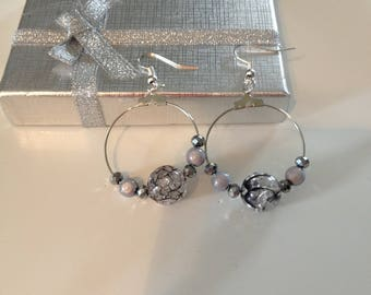 Earrings mounted on a hook in silver with grey pearls