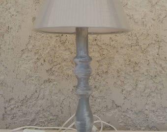 lampe en bois tourné patinée et vieillie