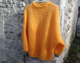 sweater in mohair, loose-fitting and warm golden yellow woman
