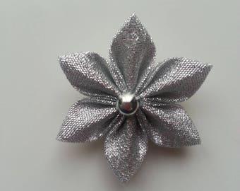 5 cm fleur argenté   petales pointus