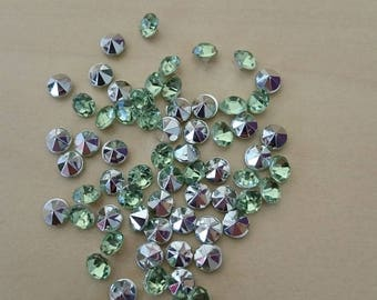 Light green conical rhinestones 4 / 4.5 mm