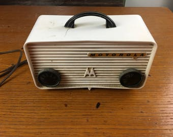 MOTOROLA 57A Radio - China White - vintage