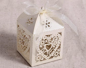 Set of 6 boxes has white heart dragees