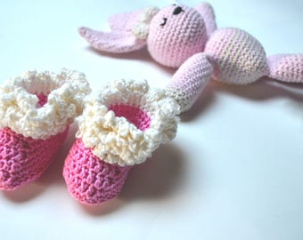 Pink cotton booties with white fringes