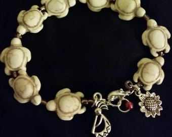 Beige turtle beaded wire bracelet with charms