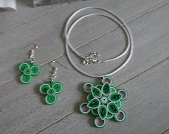 Jewelry set series 'Circles' in green / white