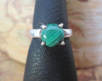 Bill silver ring with Malachite