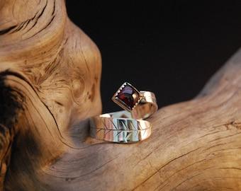 "Adjustable silver ring original and handcrafted ""instant Garnet"""