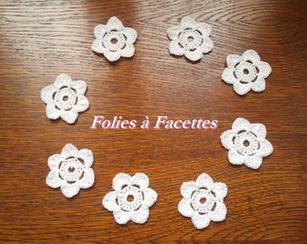 Crochet cotton by 8 white flowers