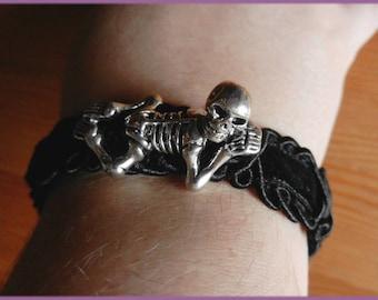 """""""Skeleton on velvet crib"""" bracelet silver and black"""