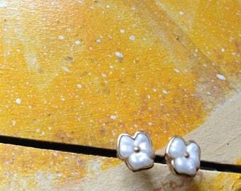 White Gold Flower Vintage Earrings