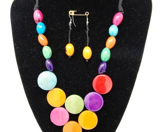 "Necklace and earrings in Colombia vegetable ivory ""Cascade"""