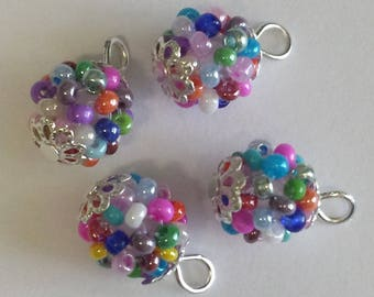 4 pendants (2mm) seed beads opaque multicolor