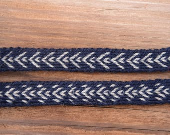 Tablet woven woolen belt / Blue and  white / Geometric pattern / Card weaving techinque / Medieval clothing / 18 mm woven strap