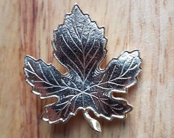 Vintage 1960s gold metal sycamore leaf brooch with safety roller clasp