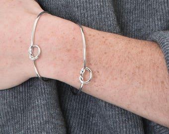 Gold plated bow bracelet white 14 kt