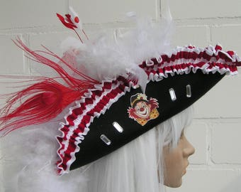 Three-cornered hat in red and white with fabric ruffle-Einzelstück-