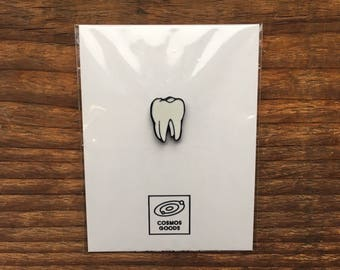 Tooth Pin / Enamel Dentist Lapel Pin