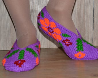 Purple women slippers with flowers-Hand knitted colorful slippers-Best house slippers women-Women gift-Warm-Comfortable-Soft-Knitted sole