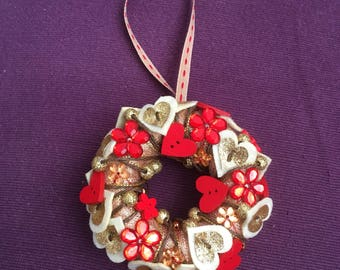 Mini hearts and flowers wreath