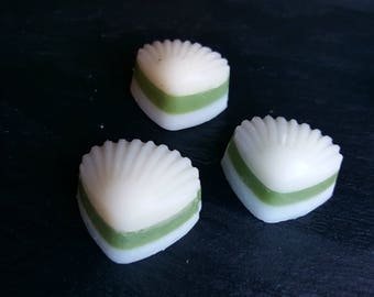 6 Decorative Musk and Sandalwood Highly Scented Soy Wax Melts