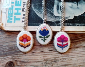 VINTAGE flower necklace with hand embroidered pendant