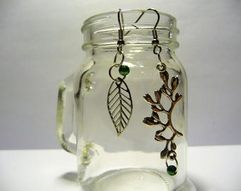 LOUISE: Earrings, charm and leaf charm branch, green beads