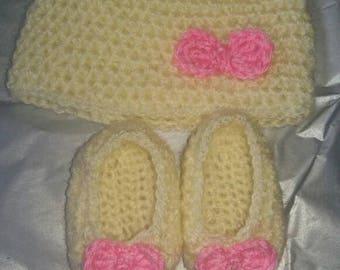 Handmade crochet baby set 0-3 months hat and slipper set