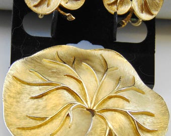 Vintage  Signed Crown Trifari Lily Pad Brooch Pin and Clip Earrings in Goldtone
