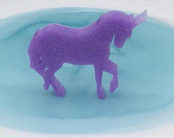 Unicorn shaped resin brooch (each)